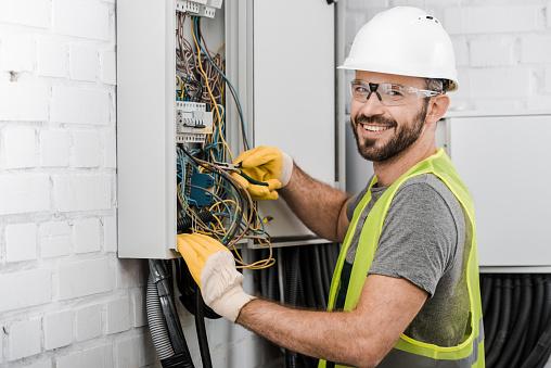 Comment trouver un bon électricien pour votre logement